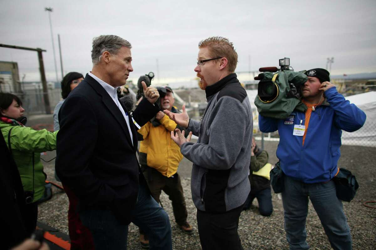 Tom Fletcher, assistant manager of tank farms, addresses Governor Jay Inslee during a tour of a tank