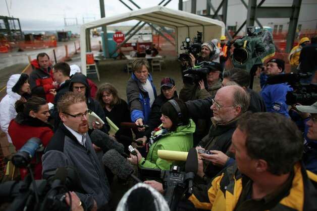 Tom Fletcher, assistant manager of tank farms, addresses the media during a tour of the Hanford Nuclear Reservation near Richland. Photo: JOSHUA TRUJILLO / SEATTLEPI.COM