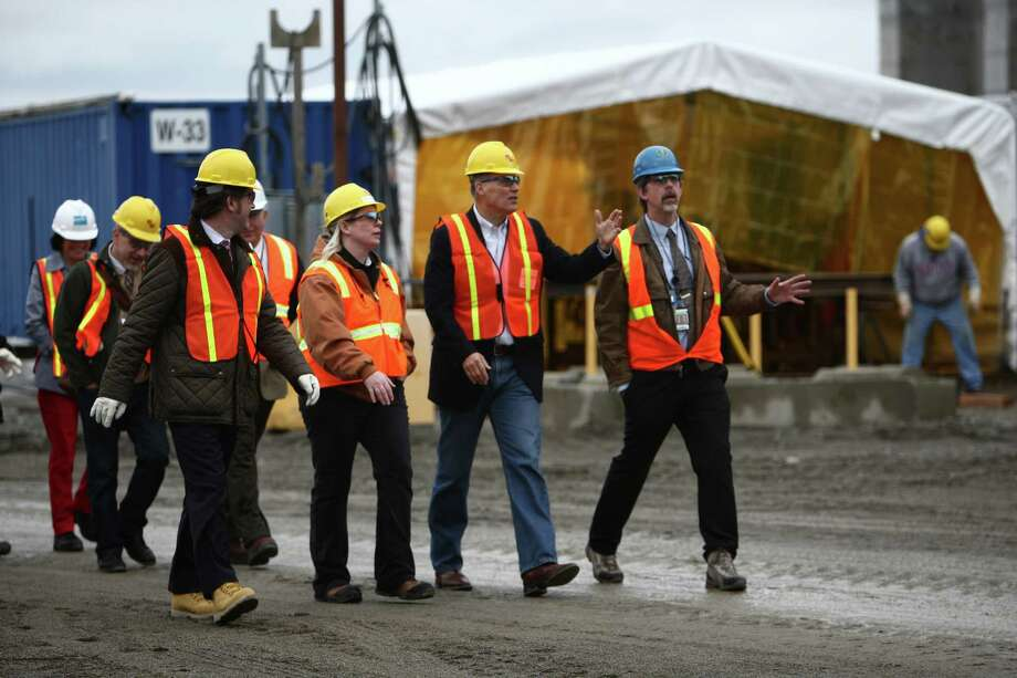 Washington Governor Jay Inslee, second from right, is given a tour of an under-construction nuclear waste treatment facility. Photo: JOSHUA TRUJILLO / SEATTLEPI.COM