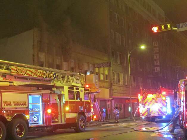 28 units from responded to a fire that broke out just after 7:00 p.m. in the 200 block of Broadway. Photo: Ben Olivo, MySA.com