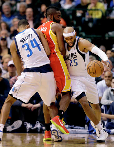 Brandan Wright sets the pick as Vince Carter gets around James Harden. Photo: Tony Gutierrez, Associated Press / AP