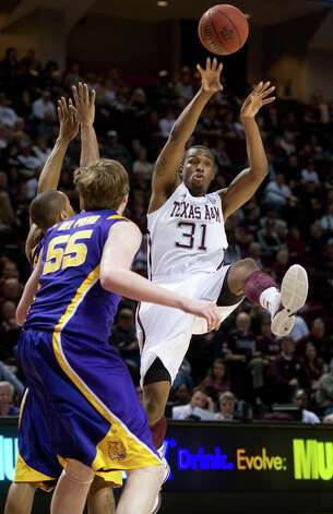 Texas A&M's Elston Turner passes the ball against LSU during the first half of an NCAA college basketball game in College Station, Texas on Wednesday, March 6, 2013. (AP Photo/Bryan-College Station Eagle, Stuart Villanueva) Photo: Stuart Villanueva, Associated Press / Bryan College Station Eagle