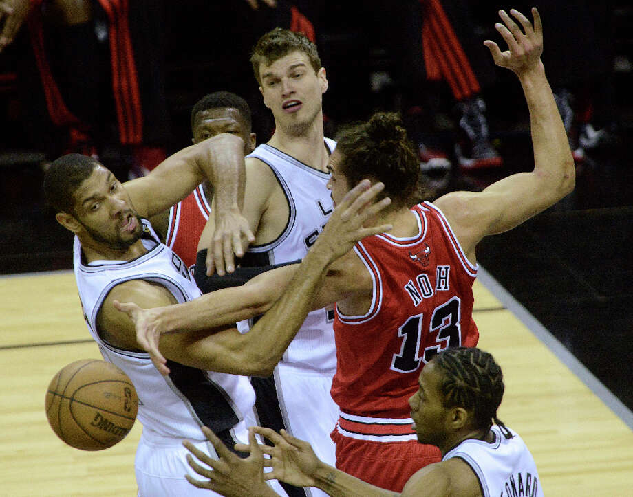 Tim Duncan, left, Tiago Splitter, top and Kawhi Leonard of the San Antonio Spurs battle Joakim Noah (13) of the Chicago Bulls for a rebound during NBA action at the AT&T Center on Wednesday, March 6, 2013. Photo: Billy Calzada, San Antonio Express-News / San Antonio Express-News