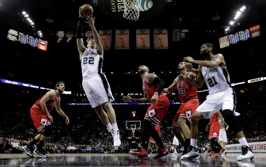 San Antonio Spurs' Tiago Splitter (22), of Brazil, shoots as Chicago Bulls' Marco Belinelli, left, Carlos Boozer (5), Joakim Noah (13) and Spurs' Tim Duncan (21) watch during the second half of an NBA basketball game, Wednesday, March 6, 2013, in San Antonio. San Antonio won 101-83. Photo: Eric Gay, Associated Press / AP