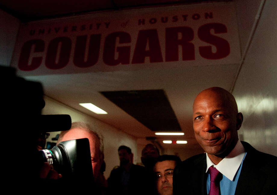 Houston basketball great Clyde Drexler stands in the tunnel at Hofheinz Pavillion while being interviewed by reporters. Photo: Billy Smith II, Houston Chronicle / © 2013 Houston Chronicle