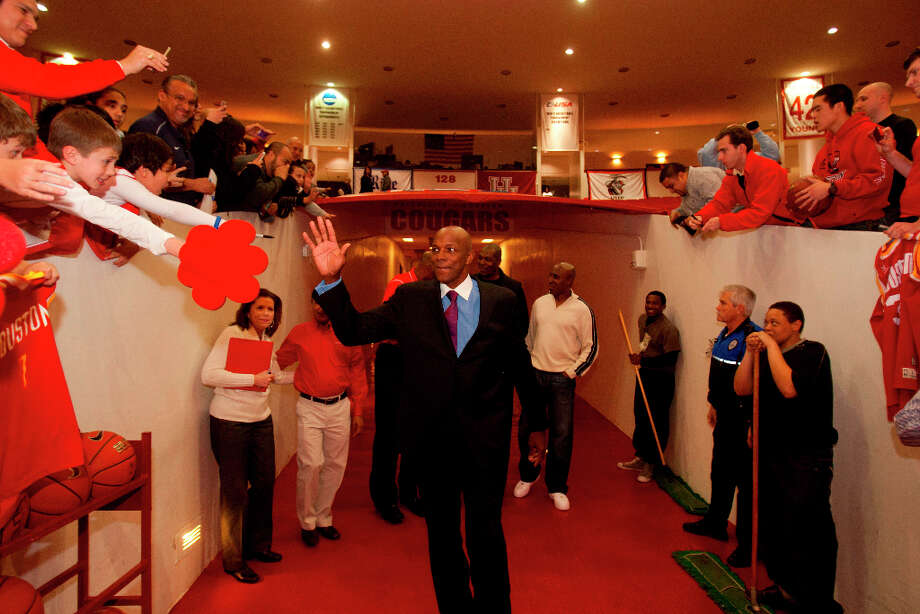 Clyde Drexler greets fans before being honored at halftime. Photo: Billy Smith II, Houston Chronicle / © 2013 Houston Chronicle