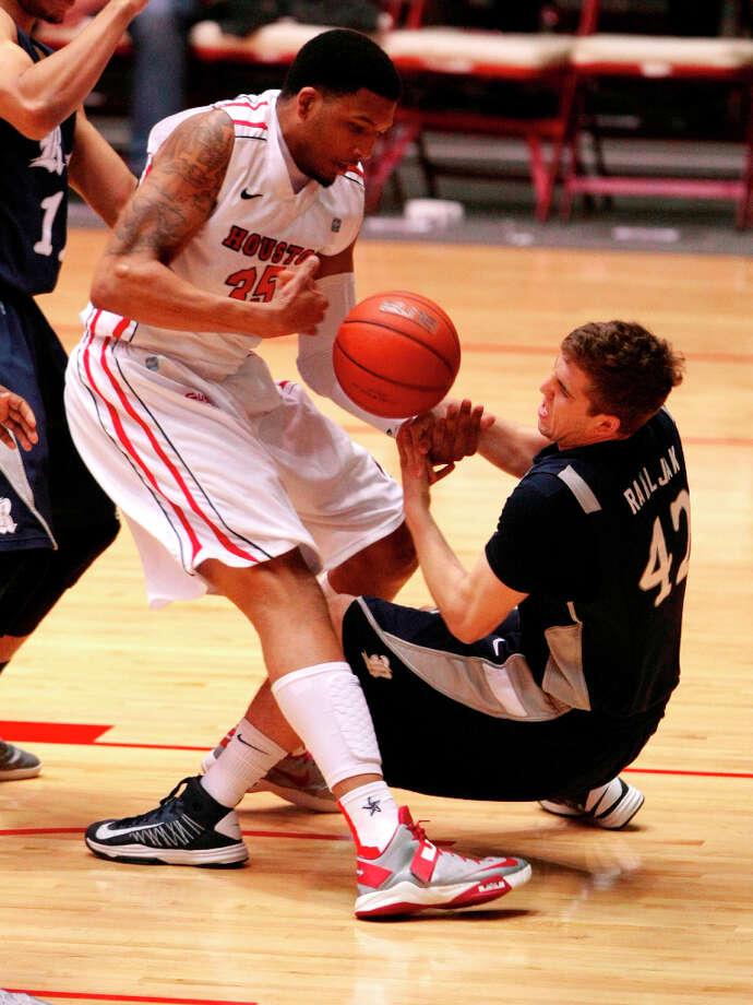 Rice's Austin Ramljak and UH's TaShawn Thomas battle for a loose ball during the first half. Photo: Billy Smith II, Houston Chronicle / © 2013 Houston Chronicle