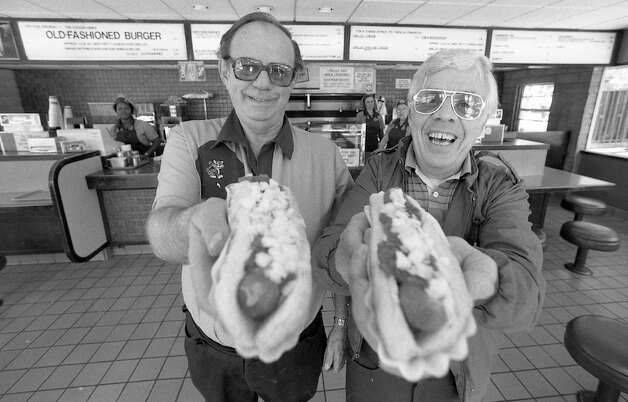 DOGGIE DINER: Manager David Duffy and John Wisecup at the last Doggie Diner on 10th and Mission Streets. Photo: Gary Fong, The Chronicle / ONLINE_YES