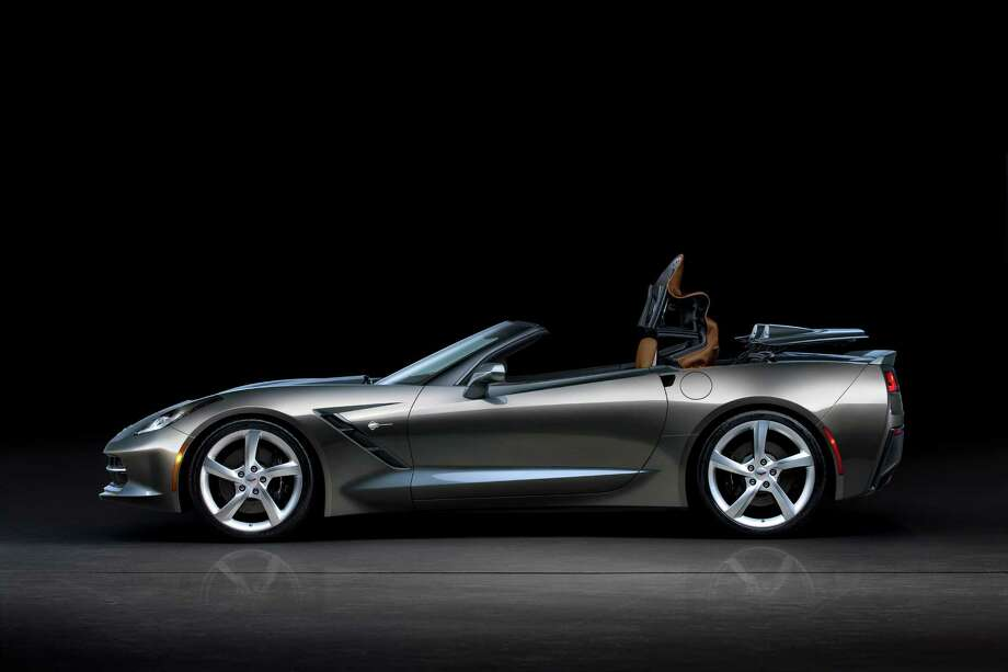The 2014 Chevrolet Corvette Stingray convertible features an all-new, fully electronic top that can be lowered remotely using the key fob. The top can also be opened or closed on the go, at speeds of up to 30 mph (50 km/h). Photo: Alan Vanderkaay, Chevrolet