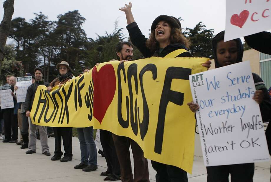 A rally last week supports faculty in negotiations with CCSF. Photo: Jessica Olthof, The Chronicle