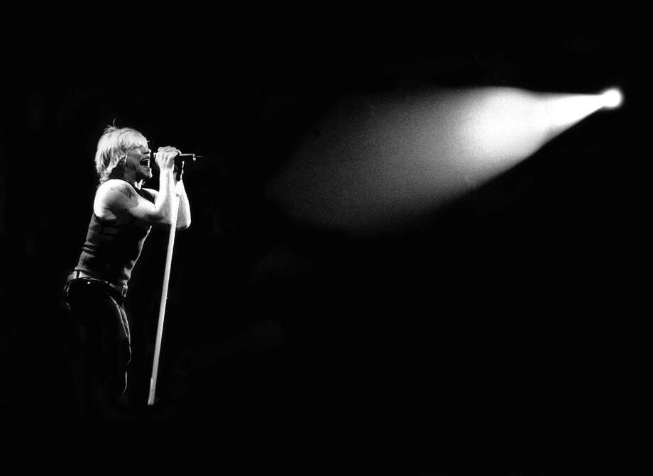 Jon Bon Jovi performs in 2000. Photo: Stephen Albanese, Getty Images / Michael Ochs Archives