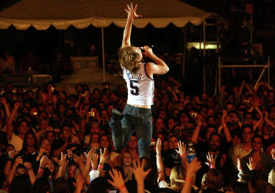Jon Bon Jovi performs at Zootopia in 2002. Photo: Kevin Mazur, Getty Images / WireImage