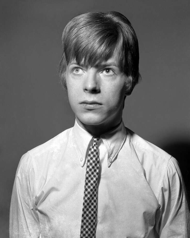 Musician David Bowie poses for a portrait session in 1966 in London, England. Photo: Michael Ochs Archives, Getty Images / Michael Ochs Archives