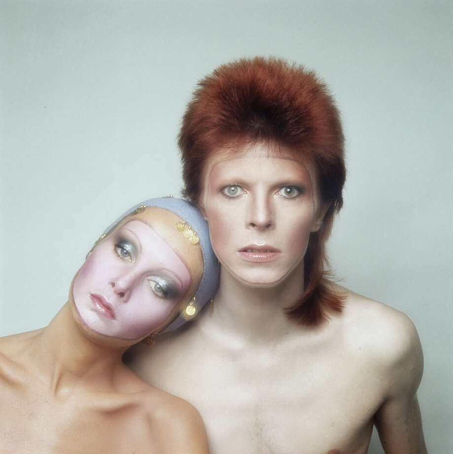English model Twiggy poses with David Bowie in Paris for the cover of his 'Pin Ups' album, 1973. Photo: Justin De Villeneuve, Getty Images / 2004 Getty Images