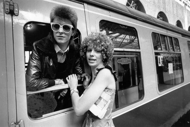 Pop singer David Bowie is seen off at the station by his wife Angie in 1973. Photo: Smith, Getty Images / Hulton Archive