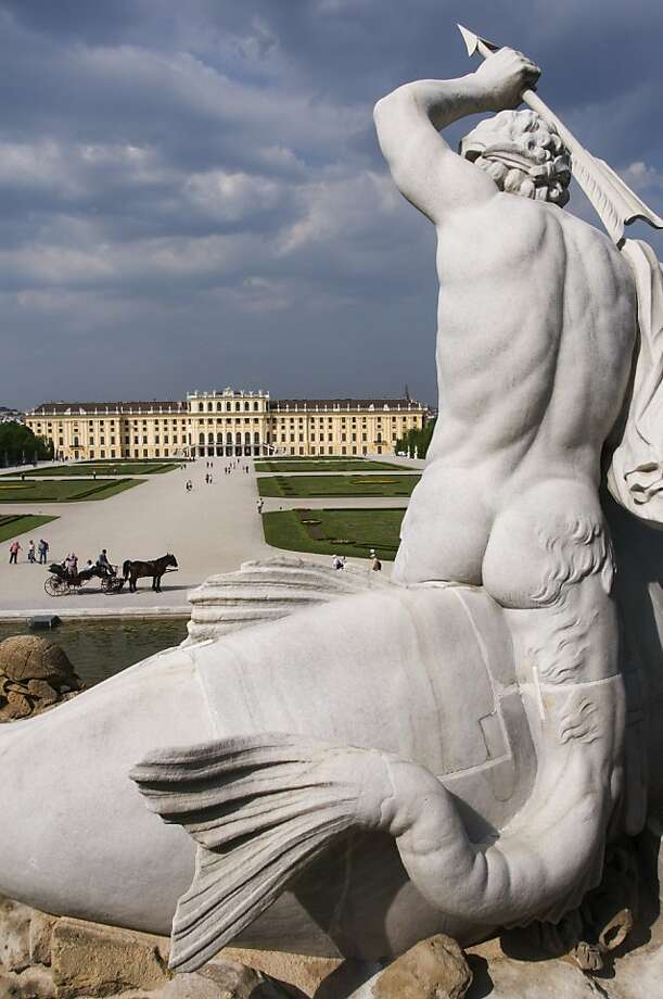 The Neptune Fountain, with Vienna's Schonbrunn Palace in the background. Photo: Lonely Planet Images, Getty Images/Lonely Planet Image