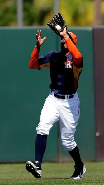 Astros outfielder Justin Maxwell catches a fly ball.