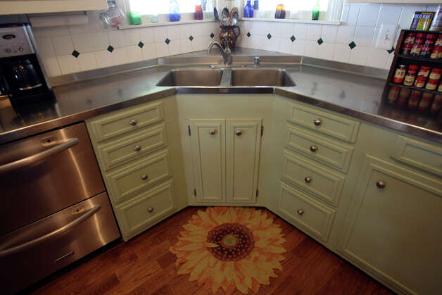 Stainless steel counter tops are original in the kitchen of Ann Rhew at her home near Floresville. JOHN DAVENPORT/jdavenport@express-news.net Photo: JOHN DAVENPORT, SAN ANTONIO EXPRESS-NEWS / jdavenport@express-news.net