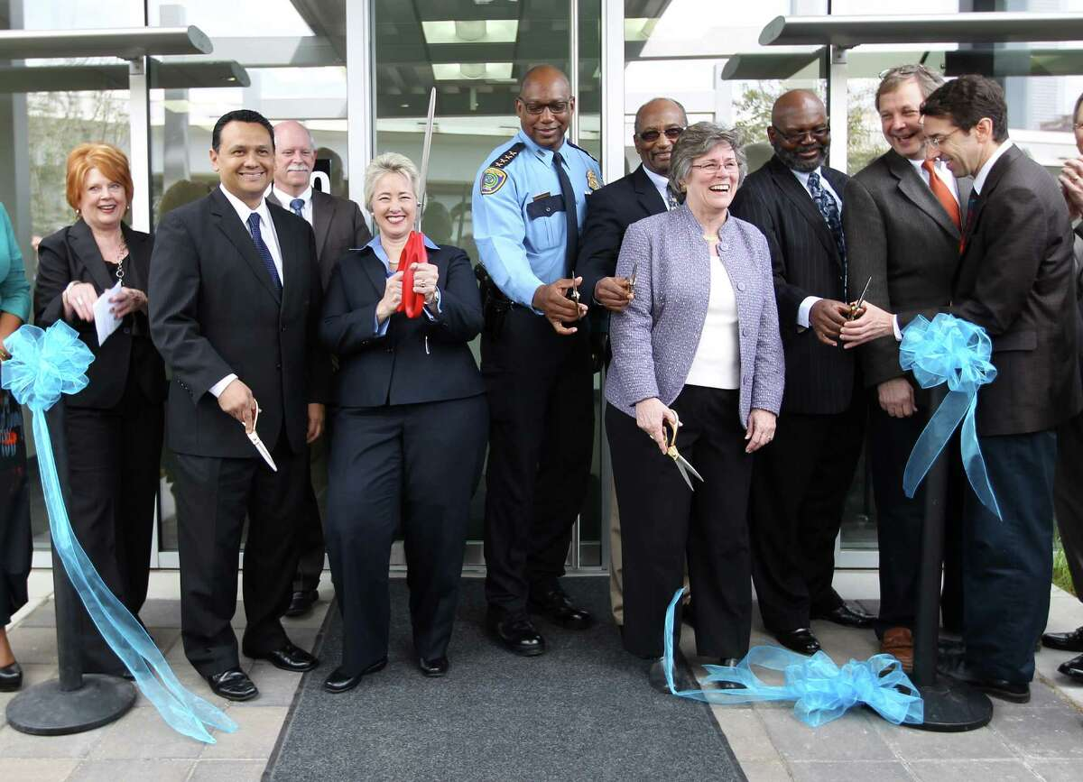 Houston Mayor Annise Parker and other officials cut ribbons on the new