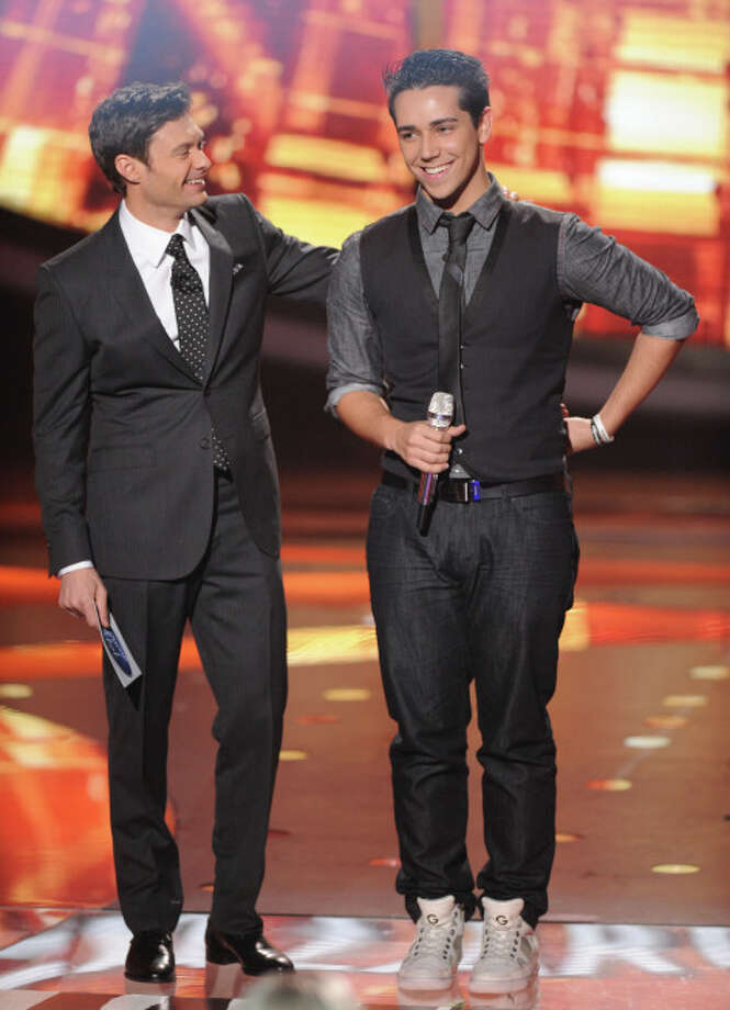 AMERICAN IDOL: Lazaro Arbos (R) makes it to the final 10 on AMERICAN IDOL airing Thursday, March 7 (8:00-9:30 PM ET/PT) on FOX. Also pictured: Ryan Seacrest. CR: Michael Becker / FOX. Copyright: FOX.