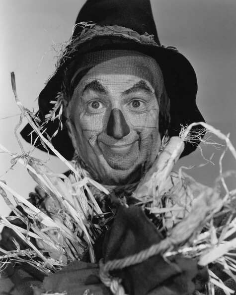 American actor Ray Bolger portrated The Scarecrow.