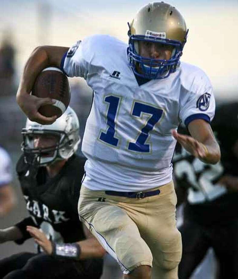 Heights quarterback Drew Allen runs in for a touchdown in the first half Thursday, September 4, 2008 at Farris Stadium. BAHRAM MARK SOBHANI/msobhani@express-news.net Photo: BAHRAM MARK SOBHANI, SAN ANTONIO EXPRESS NEWS / SAN ANTONIO EXPRESS NEWS