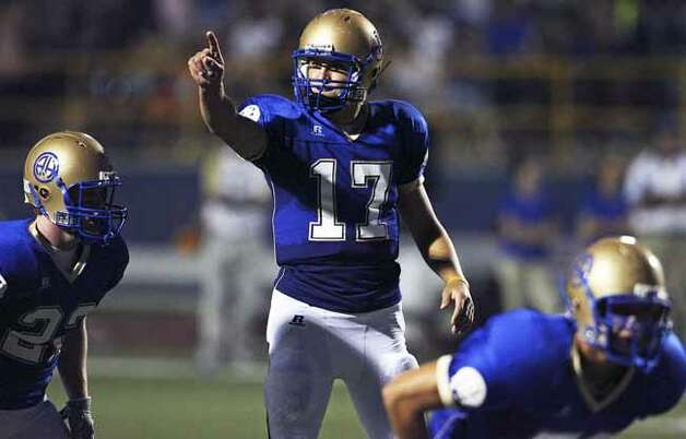 SPORTS Alamo Heights quarterback Drew Allen signals receivers in the first half as Alamo Heights hosts Clemens Friday, September 26, 2008. Tom Reel/Staff Photo: TOM REEL, SAN ANTONIO EXPRESS-NEWS / treel@express-news.net