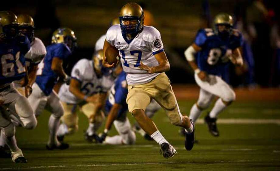 Alamo Heights quarterback Drew Allen runs for a first down in the first half Friday, October 31, 2008 at Tivy Stadium. BAHRAM MARK SOBHANI/msobhani@express-news.net Photo: BAHRAM MARK SOBHANI, SAN ANTONIO EXPRESS NEWS / SAN ANTONIO EXPRESS NEWS