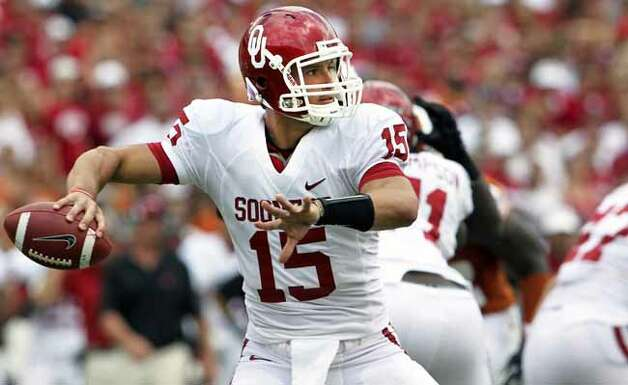 SPORTS Sooner back up quarterback Drew Allen throws in the fourth quarter as the Texas Longhorns play the Oklahoma Sooners at the Cottom Bowl in the Red River Rivalry October 8, 2011. Tom Reel/Staff Photo: TOM REEL, SAN ANTONIO EXPRESS-NEWS / © 2011 San Antonio Express-News