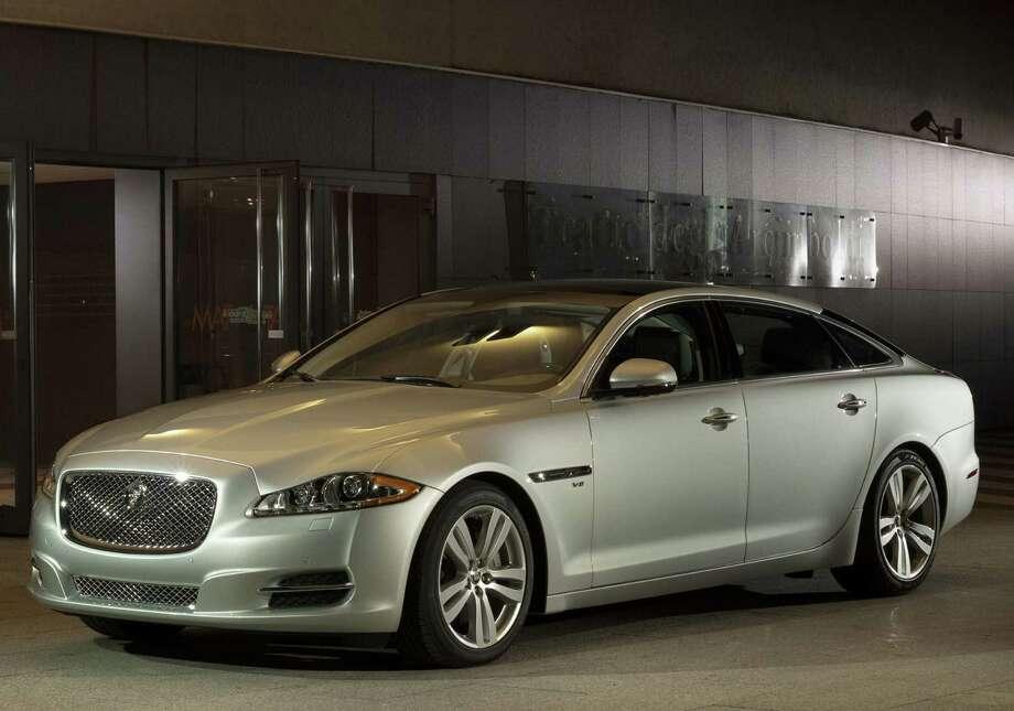 Deal:Up to $12,000 additional dealer discountMSRP: $74,095Source: Forbes Photo: Jaguar Land Rover North America