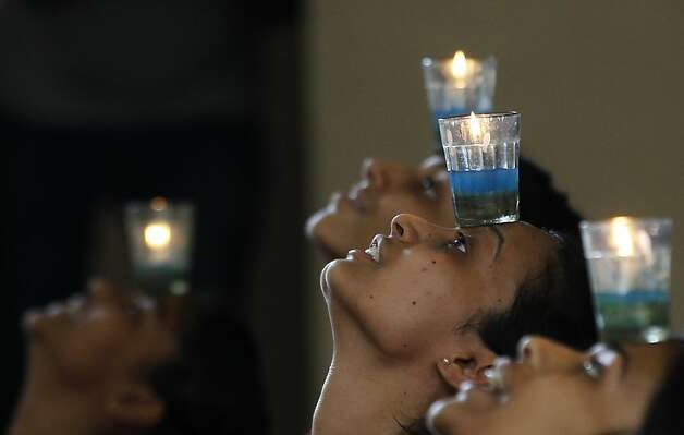 Young Indian girls try to balance an oil lamp on their foreheads on International Women's Day celebrations organized in a college in Mumbai, India, Friday, March 8, 2013. Photo: Rajanish Kakade, Associated Press