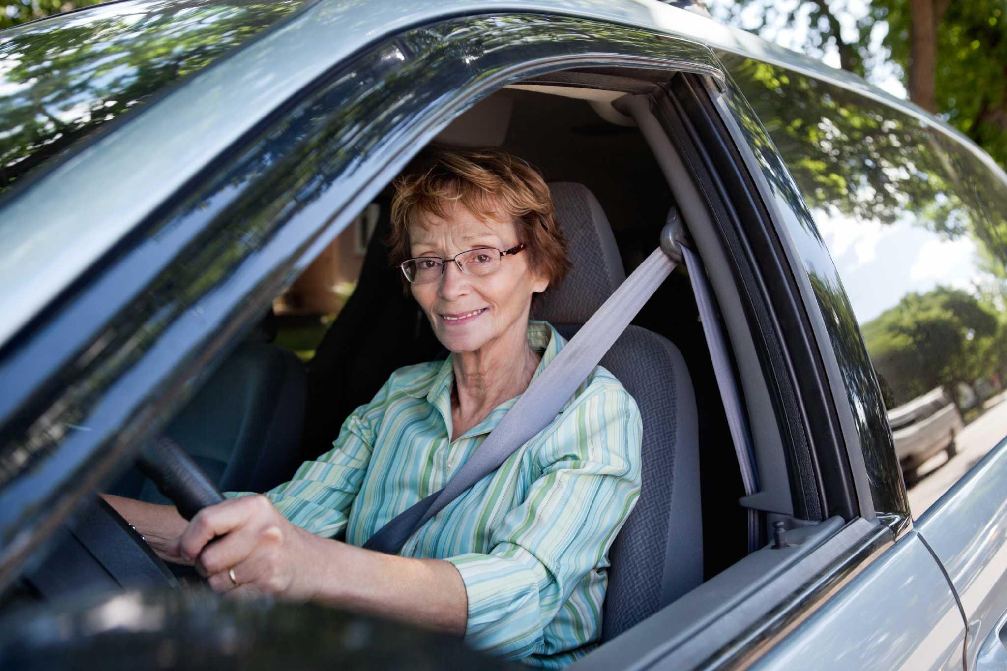 Снял пожилую женщину с улицы 1 фотография