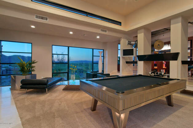 Another casual area for hanging out and playing pool