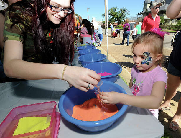 Ashley Cunningham of Teachers of Tomorrow Lamar State College Orange helps Phyllis Frazier make a colorful sand necklace during the Art in the Park festival in Orange, Saturday, March 24, 2012. Tammy McKinley/The Enterprise Photo: TAMMY MCKINLEY
