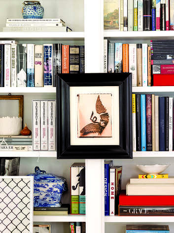 Books and artwork create visual interest on Elizabeth Mayhew's bookshelves. Photo: Anne Schlechter / Washington Post / THE WASHINGTON POST