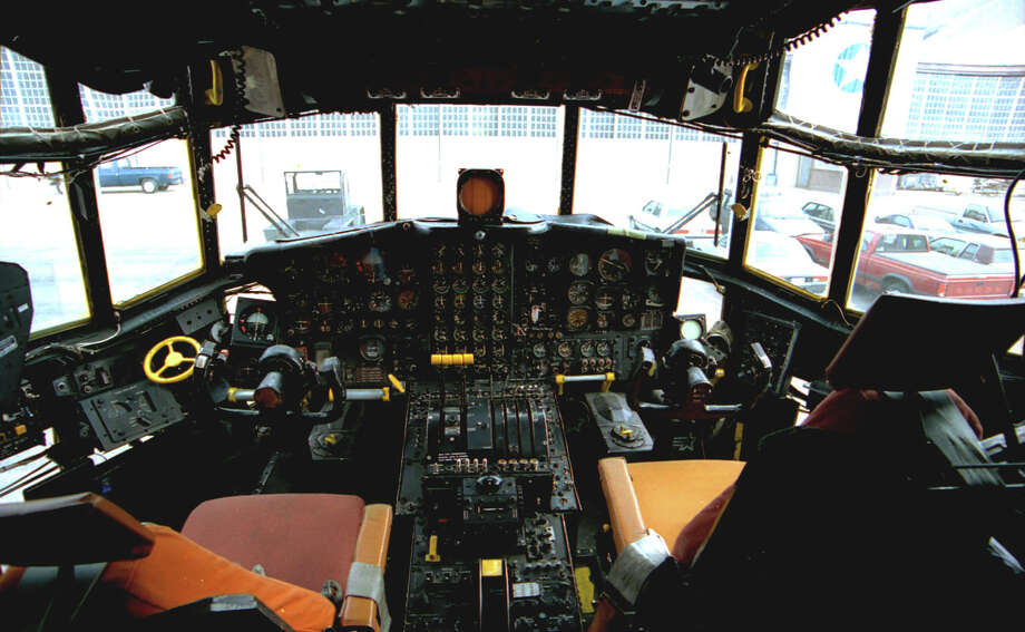 Lockheed AC-130A cockpit . Photo: U.S. Air Force
