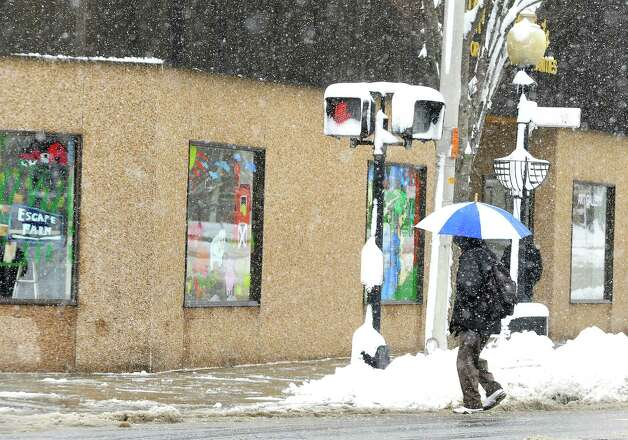 Snow falls on Danbury's Main Street during Friday morning's storm, in Conn. March 8, 2013. Photo: Michael Duffy / The News-Times