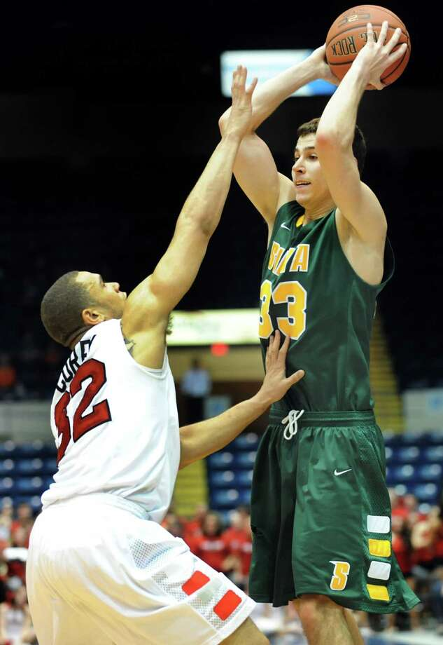 Siena's Rob Poole (33), right, looks to pass as Marist's T.J. Curry (32) defends during their first round MAAC Championship basketball game on Friday, March 8, 2013, at MassMutual Center in Springfield, Mass. (Cindy Schultz / Times Union) Photo: Cindy Schultz / 10021490A