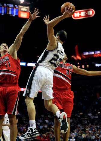 Manu Ginobili pass over the lane as the Spurs play the Portland Trail Blazers at the AT&T Center on March 8, 2013. Photo: TOM REEL