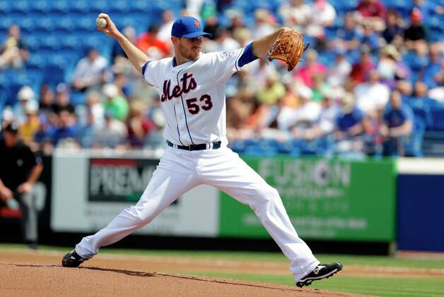 Mets starting pitcher Jeremy Hefner throws during the first inning. Photo: Jeff Roberson