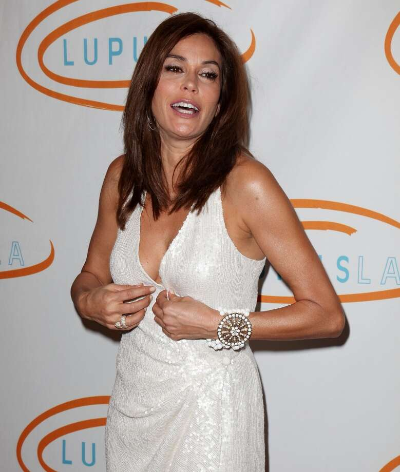 Or the top. (Teri Hatcher in Beverly Hills).