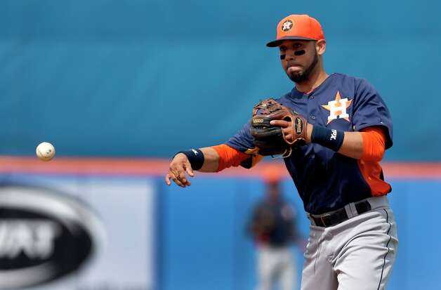 Astros second baseman Marwin Gonzalez makes a throw to first. Photo: Jeff Roberson