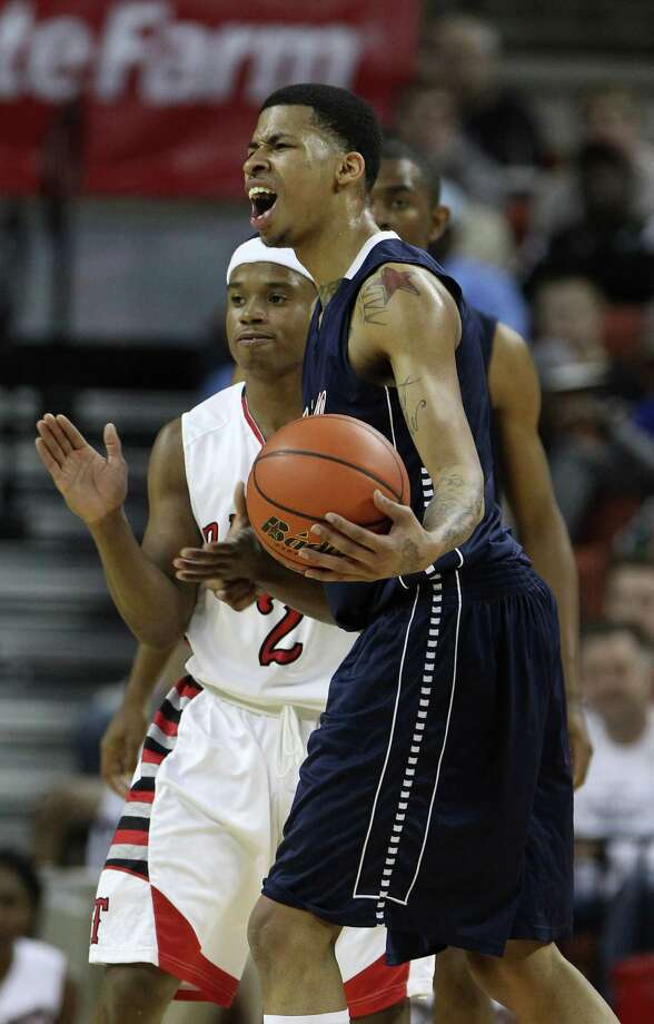 Dallas Kimball's Keith Frazier (2) reacts to a foul during the first half. Photo: Karen Warren, Houston Chronicle / © 2013 Houston Chronicle
