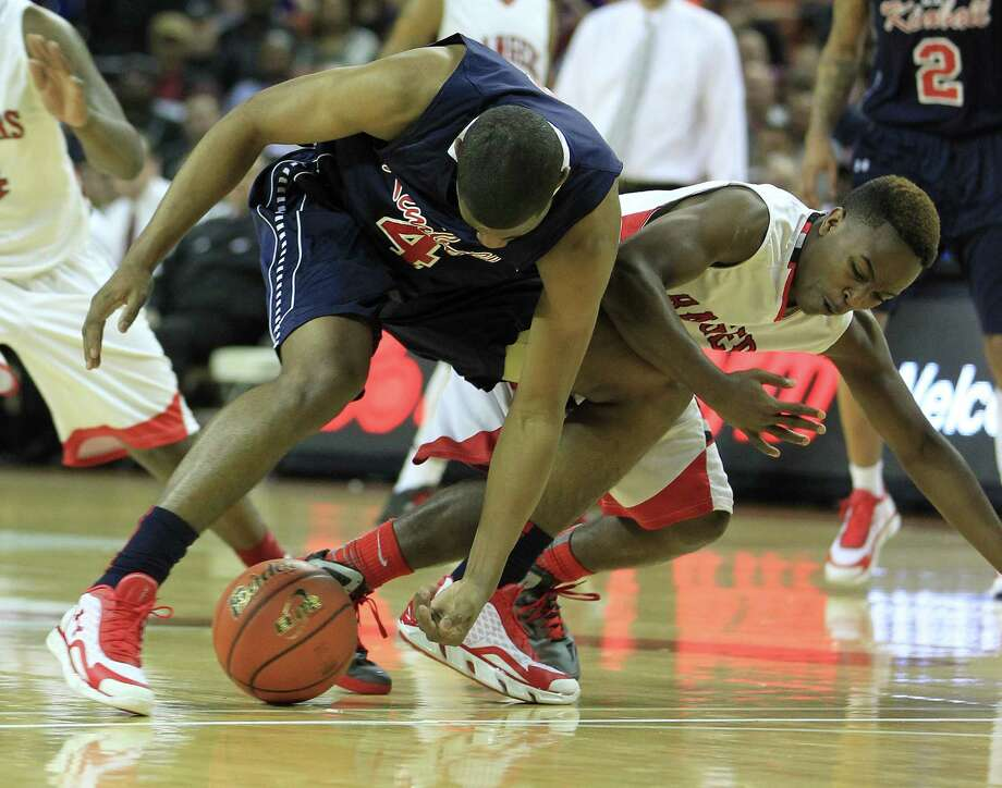 Dallas Kimball's Trent Brinkley (4) battles with Rosenberg Terry's Michael Maxwell (3) for a loose ball during the first half. Photo: Karen Warren, Houston Chronicle / © 2013 Houston Chronicle