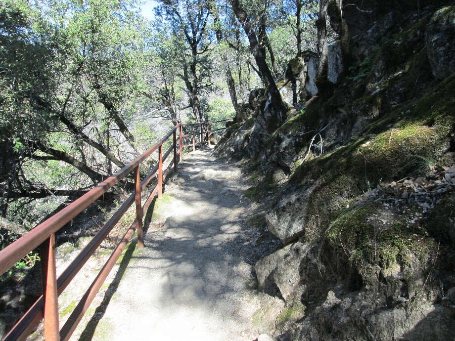The trail follows along edge of canyon with guard rail as you near cut-off to lookout