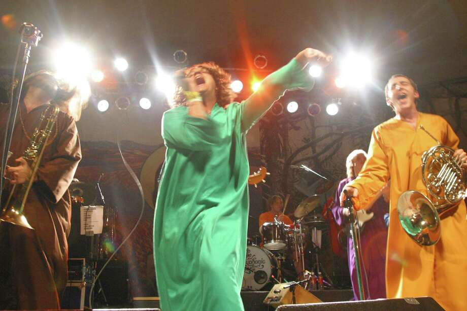 2004: The Polyphonic Spree plays. Photo: Jana Birchum, Getty Images / 2004 Getty Images