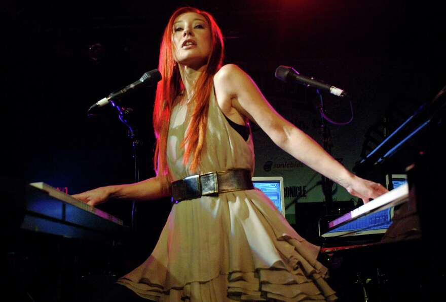 2009: Tori Amos performs at La Zona Rosa nightclub.