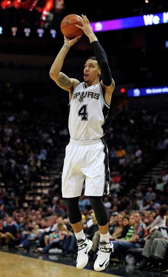 Danny Green shoots from the outside as the Spurs play the Portland Trail Blazers at the AT&T Center on March 8, 2013. Photo: TOM REEL
