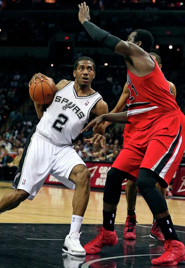 Kawhi Leonard tucks the ball on his shoulder as he drives into the lane as the Spurs play the Portland Trail Blazers at the AT&T Center on March 8, 2013. Photo: TOM REEL