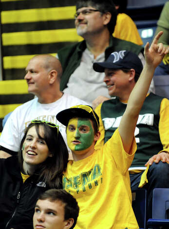 Siena fans wait for the Kiss Cam during a break in the quarterfinal MAAC Championship basketball game against Niagara on Saturday, March 9, 2013, at MassMutual Center in Springfield, Mass. (Cindy Schultz / Times Union) Photo: Cindy Schultz / 10021492A